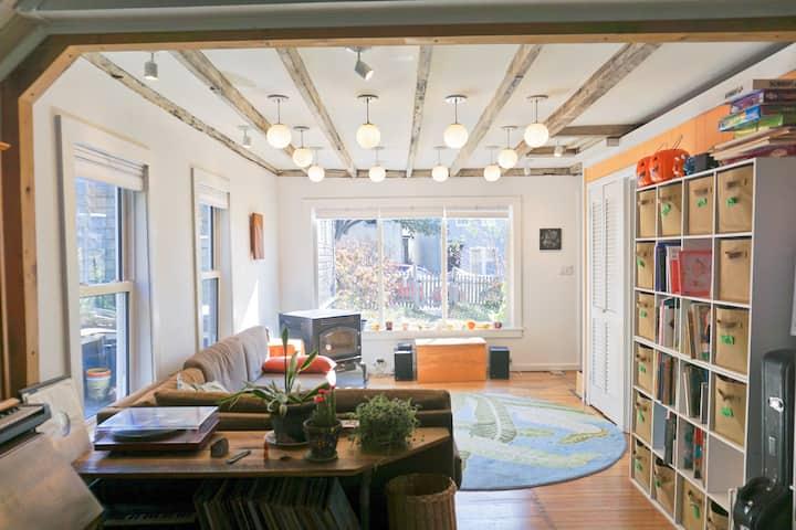 Sweet Urban Oasis— Garden, porch, walkable