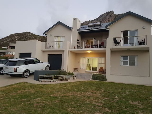 Rooted House Rooi Els