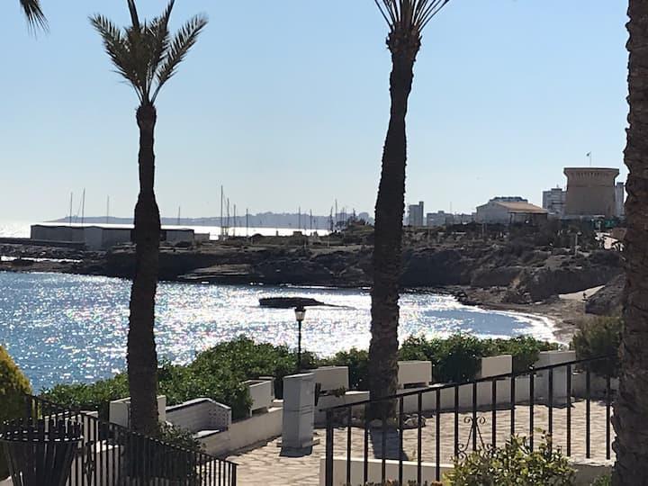 Habitación en Primera línea de playa en Alicante.