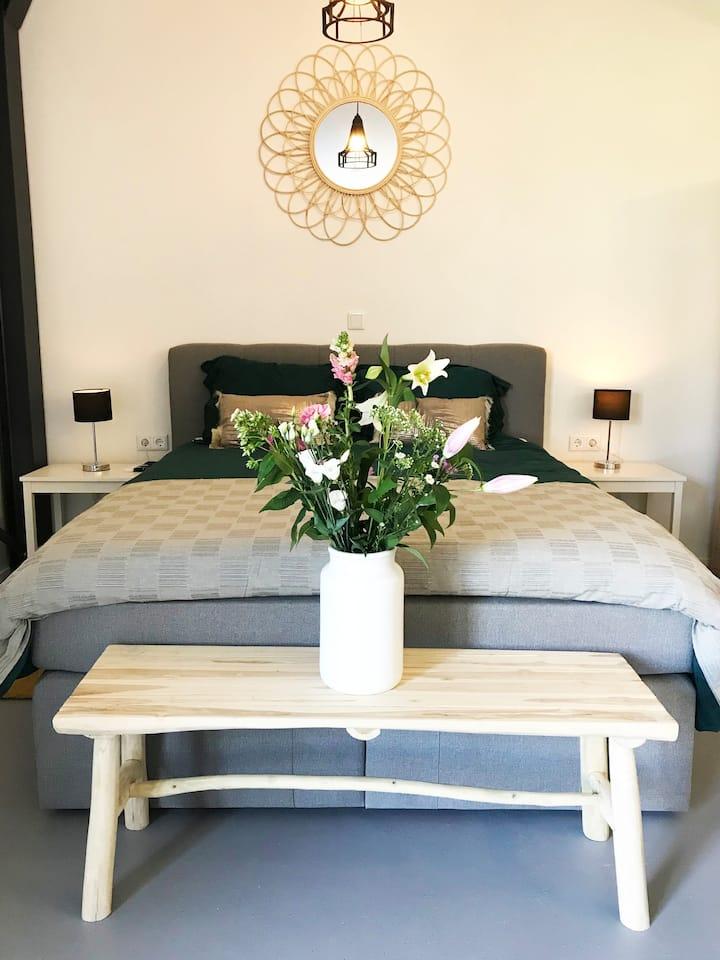 Wellness suite met XXL ligbad en sauna