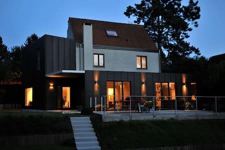 Entre ville et campagne, villa avec jardin - Casa
