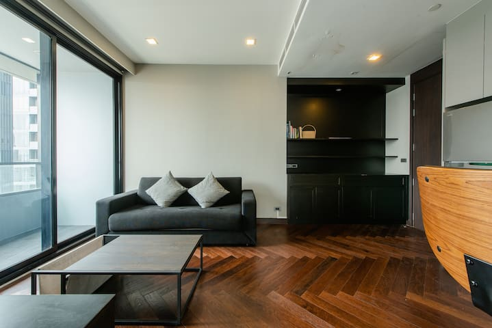 Stylish & Modern one bedroom apartment / silom