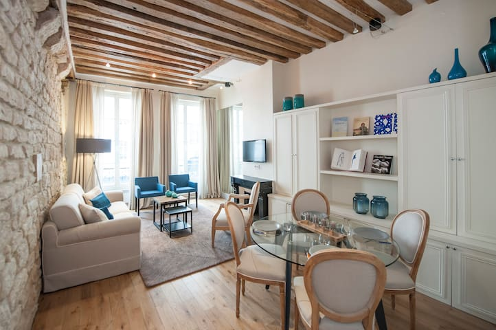 Renovated apartment in the 1st district Louvre