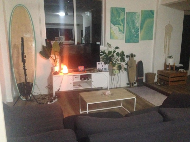 Burleigh Heads Apartment - Great Reviews