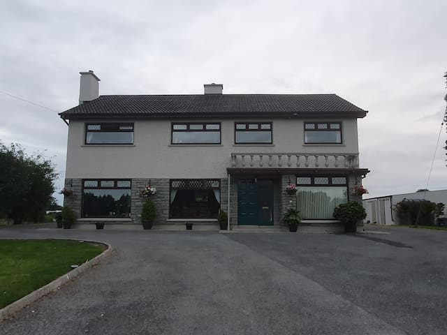 Spacious Farm House 2