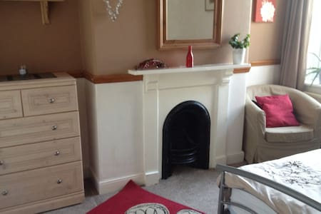 Double room close to town and local beaches.