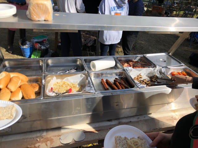Bain maree, with trays, and lights, able to keep food hot or cold. Ideal for serving larger groups. We used it in conjunction with the adjacent BBQ, and found it worked extremely well.