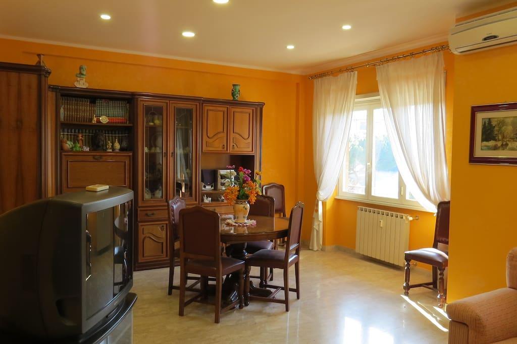 Camera Arancio - Salone