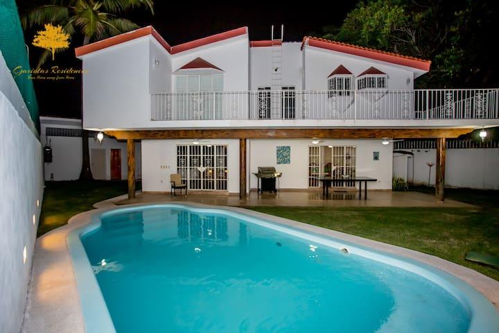 Gaviotas Residences-Casa Yemina-Alberca-Centrica
