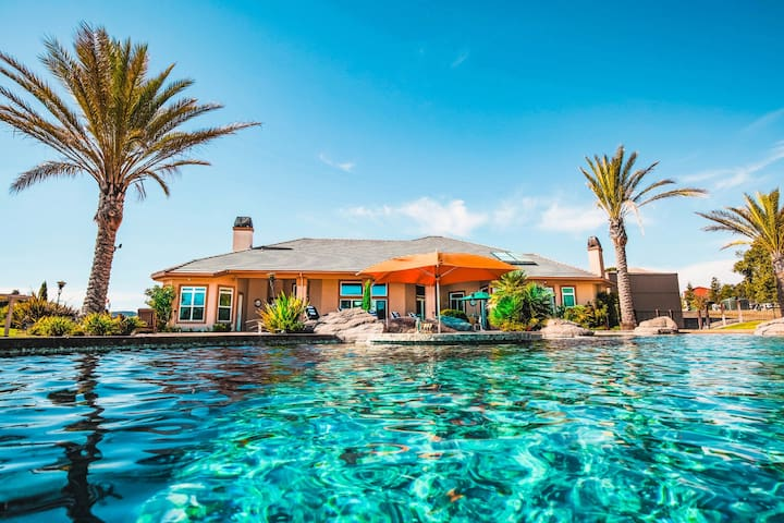 Prvt Estate w/ Pool & Volleyball Crt | Sleeps 14! ❤ The Mermaid by AvantStay