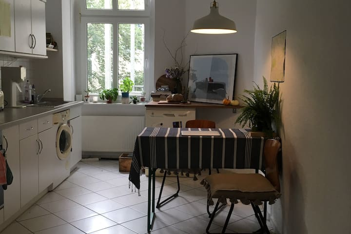 Spacious Alt Bau apartment in Prenzlauer Berg