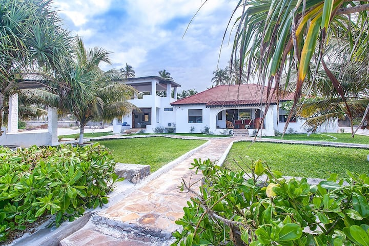 Magnolia Villa ,Beachfront Villa -Matemwe Zanzibar