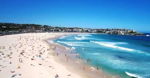 Stylish Apartment 2 minute walk to Bondi Beach