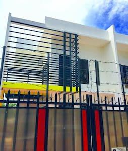 Freestyle Bed&Bfast near SM Lanang - Davao  - House