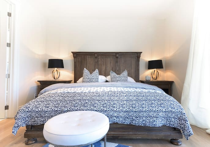 Luxury Hamptons Style 1brm