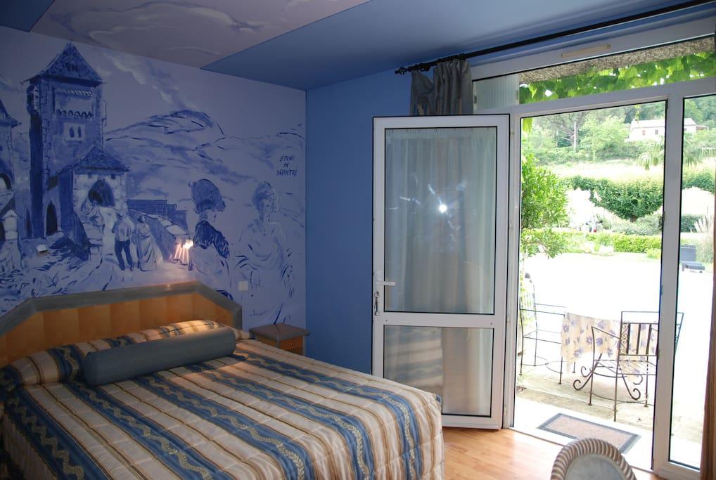 Chambre avec accès terrasse privée