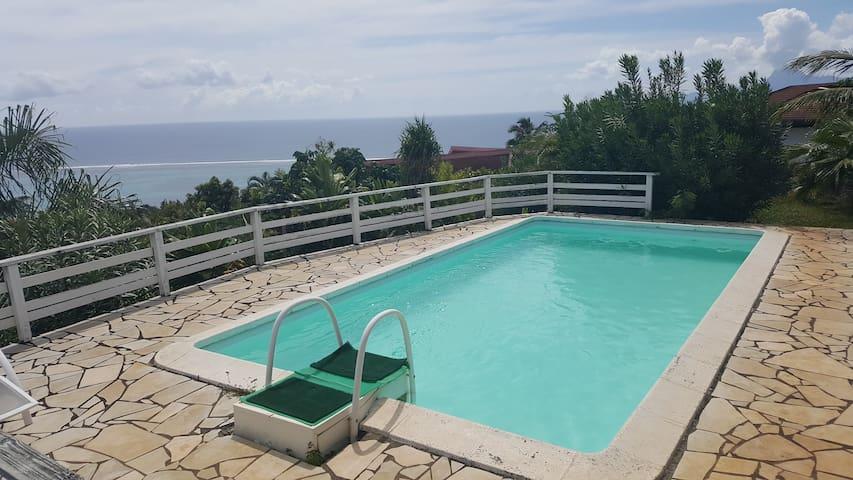 Bungalow privé avec piscine et vue sur le lagon