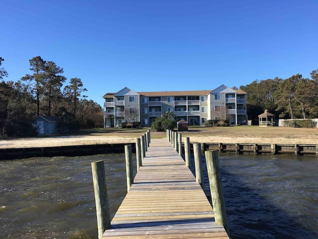 Roanoke Island Waterfront Condo  Couples Getaway