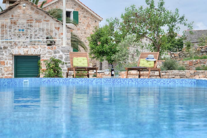 Dalmatian Villa with pool+JEEP incl - Gornje Selo - Villa