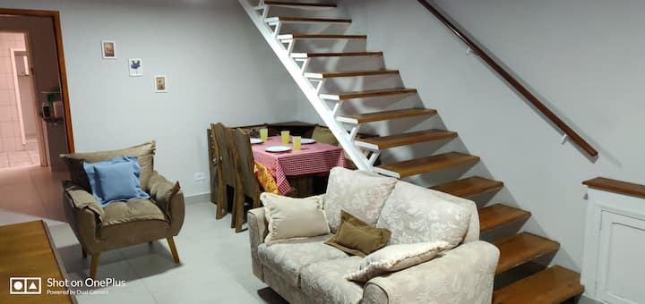 Casa confortável inteira para você ! ótimo local !
