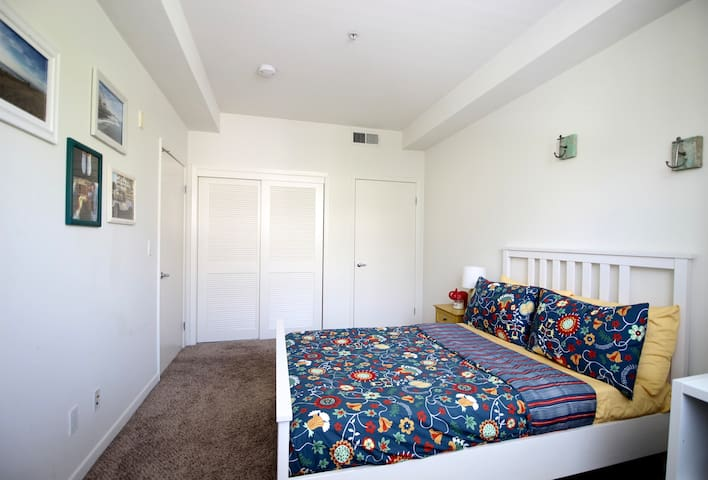 Centrally located 2bd 2 bth close to 3rd St  VA302 - Santa Monica - Flat
