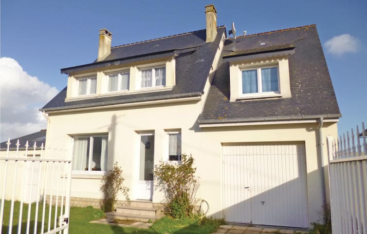 Holiday cottage with 5 bedrooms on 95 m² in Quineville