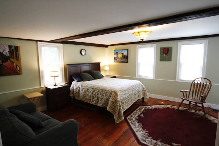 Renovated Farm house, & new bedroom, lower level