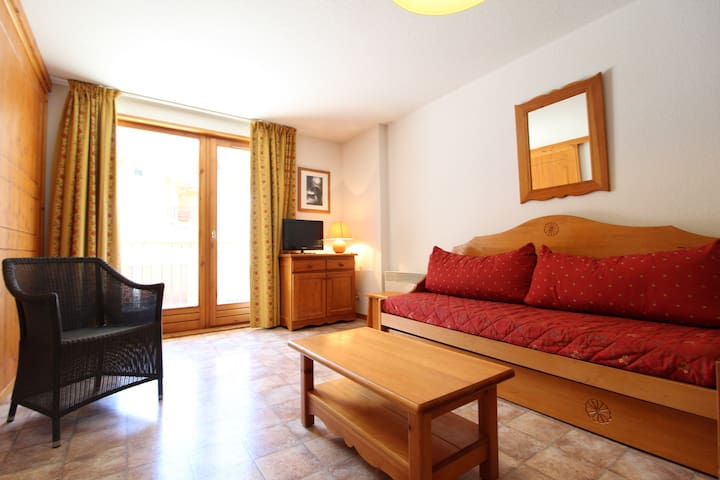 ESS015M - Apartment for 5 persons in the village and near slopes