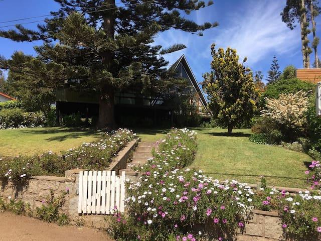 Casa con precioso jardín y vista en Sto Domingo