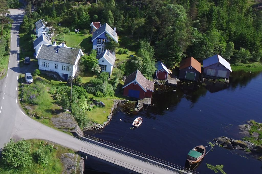 "Aerial vies of the ""tun"" with the main house, the Annex, the Icehouse and the low-lofted Farmhouse in the back left corner."