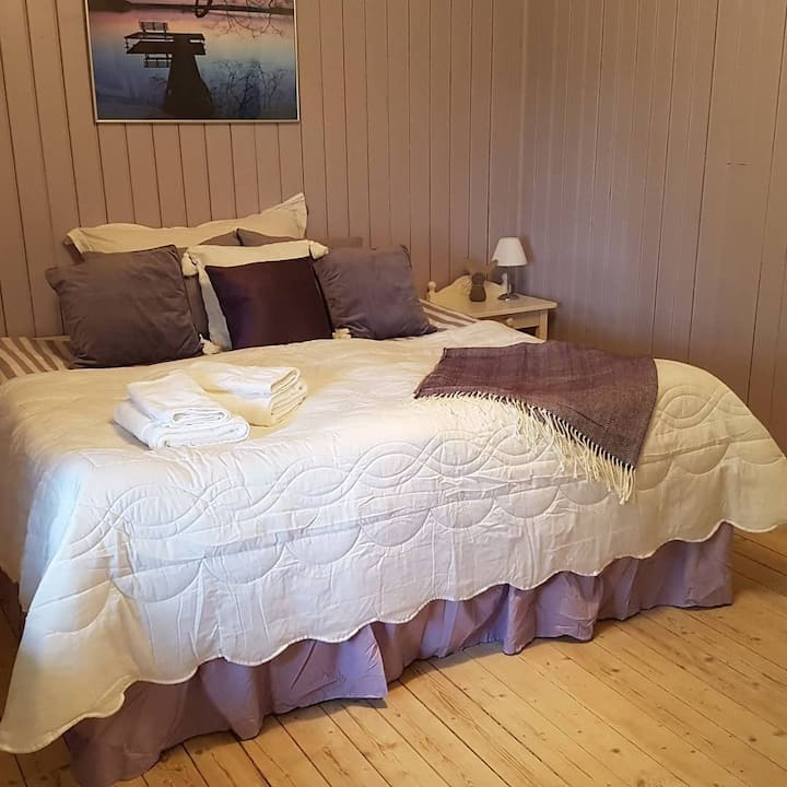 Scarlet BnB - Purple room with three beds