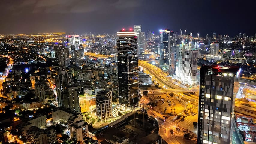 59th floor huge modern flat
