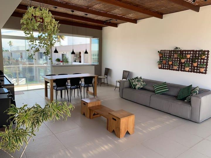 Apartamento duplex de 184m² a 1,5 km da praia