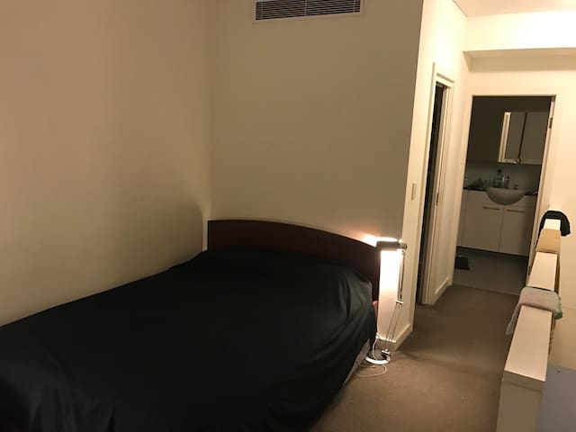 Whole loft apartment available - Wolli Creek - Apartment
