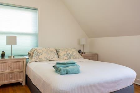 Room 03 - Lincolnwood
