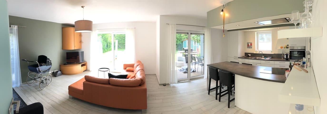 Eigene Wohnung mit Terrasse und kleinen Garten