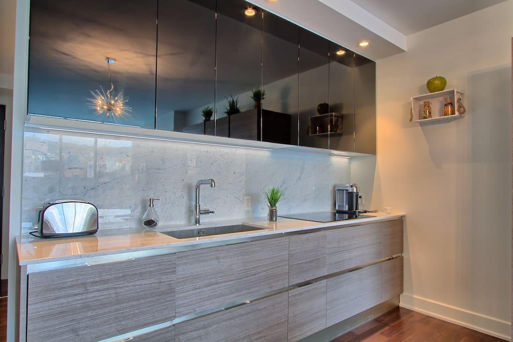 Kitchen incl all appliances + Nespresso Vertuo. Coffee machine.