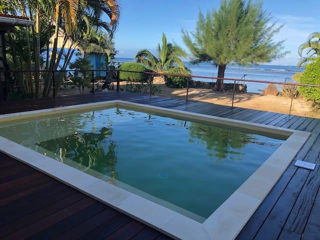 Villa de charme bord de mer, piscine, Moorea