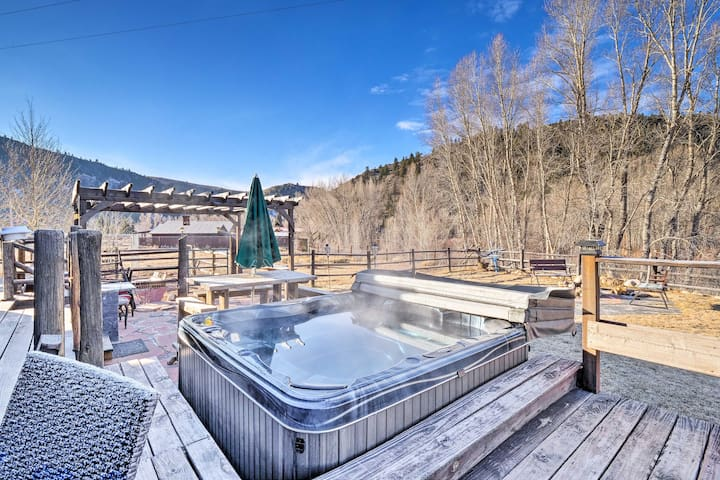 NEW! 2BR+Loft House near Crested Butte w/Hot Tub!
