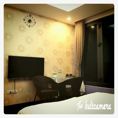 [BD03] A nice private room at the heart of Hanoi