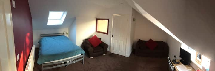 Private double bedroom & ensuite on Cotswold Way