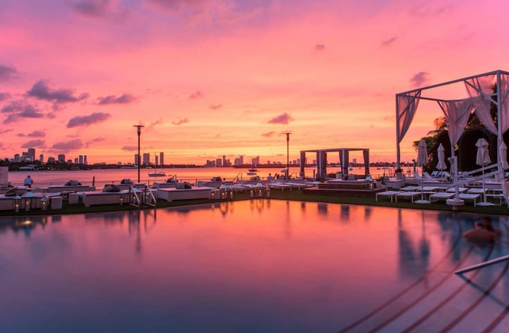 LOOKING FOR THE BEST SUNSET VIEW MIAMI? youfoundit