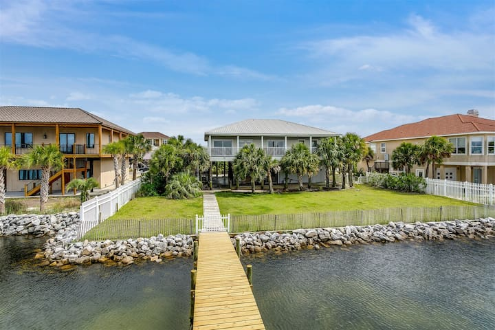 Waterfront Bliss!! Backyard Paradise! Private Dock!