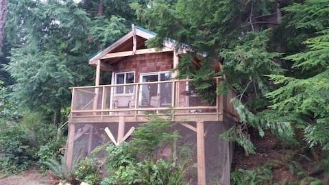 Cosy Studio Cabin on Hague Lake