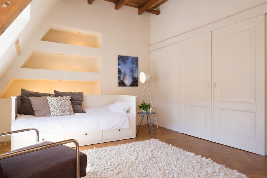 cozy studio with terrace wohnungen zur miete in den haag s d holland niederlande. Black Bedroom Furniture Sets. Home Design Ideas