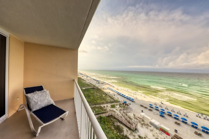 Oceanfront condo features beach access, shared pools, hot tubs, tennis, & more!