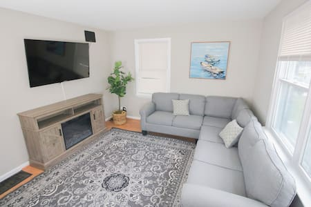 Comfortable and Cozy home 20 min to 6 flags!!!
