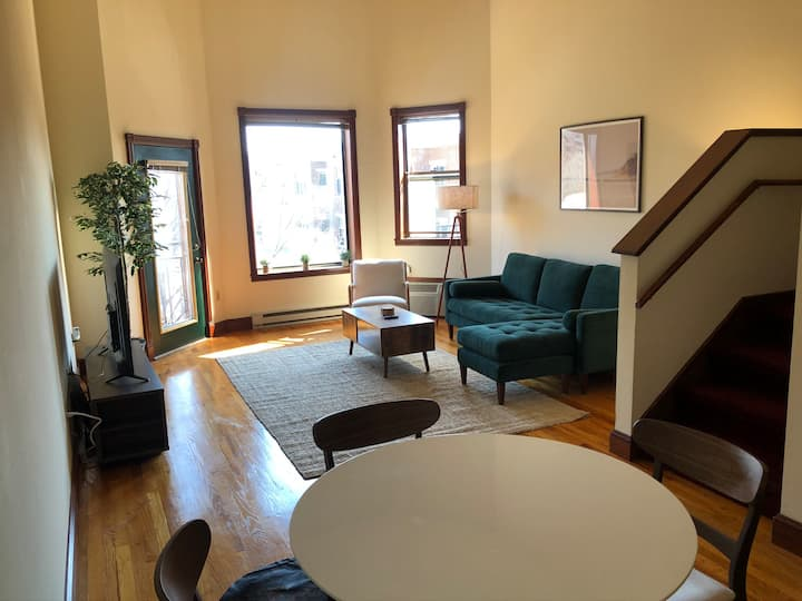 ⭐Jacuzzi Loft-1Br w/bike-Extnd Stay-Near Capitol!⭐