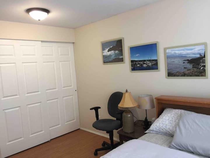 Edmonds Cozy Full Bedroom 5