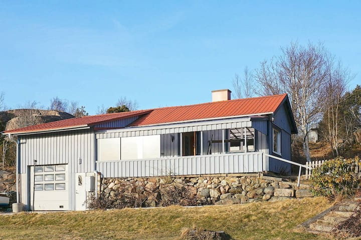 6 person holiday home in Hamburgsund
